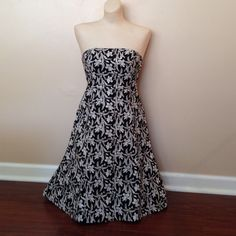Gap black & white dress Gap black, white & tan strapless dress. Pretty flowery print. Size 4 GAP Dresses