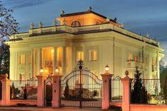Pałacyk Otrębusy idealne miejsce na przyjęcia weselne w okolicach Warszawy. Polecamy! http://www.gdziewesele.pl/Domy-weselne/Palacyk-Otrebusy.html