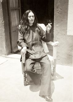 Frida Kahlo smoking post surgery