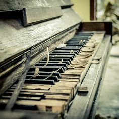 piano of the past by Jonas Ginter, via 500px