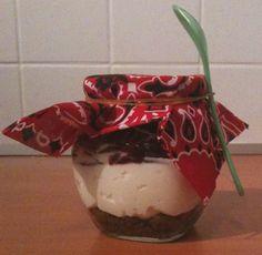 (Monchou) Taart in een potje. gemaakt als traktatie voor de juffen, bij het afscheid van de peuterspeelzaal van mijn zoontje.