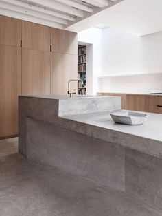 Modern steel and concrete house by McLaren Excell has so many beautiful raw surfaces and textures going on. The concrete work in this house is stunning. Outdoor Kitchen Countertops, Concrete Kitchen, Concrete Houses, Concrete Wood, Concrete Countertops, Kitchen Island, Concrete Projects, Countertop Decor, Beton Design