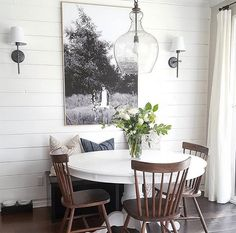 The Best Minimalist Dining Room Decor Ideas - In the event that you've just barely moved into another home and you're an individual who has faith in moderation, at that point this article is for y. Dining Room Wall Art, Dining Room Design, Dining Rooms, Dining Tables, Round Dinning Room Table, Kitchen Designs, White Round Kitchen Table, Dining Area, Kitchen Ideas