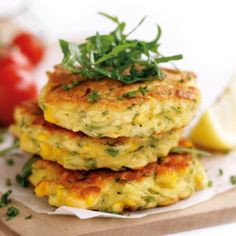 Corn and courgette fritters - Healthy Food Guide Zucchini Fritters, Corn Fritters Healthy, Zucchini Rice, Veggie Fritters, Aussie Food, Australian Food, Australian Recipes, Vegetarian Recipes, Baked Chicken