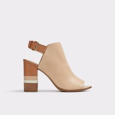 Cartiera An effortlessly chic stacked heel sandal inspired by the '70s. Crafted supple leather  and adorned with a buckle strap, this pair add boho flair to any frock.