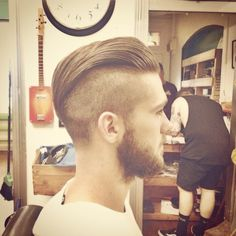 A sharp disconnected pomp from Uppercut Deluxe ambassador finished with ✂️ Mens Hairstyles With Beard, Undercut Hairstyles, Hair And Beard Styles, Cool Hairstyles, Hair Styles, Great Haircuts, Haircuts For Men, Beard Trend, Undercut Men
