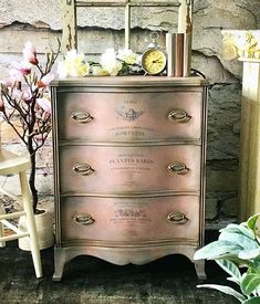 Shabby Chic Interior Design Ideas For Your Home Chalk Paint Dresser, Gray Chalk Paint, Using Chalk Paint, Chalk Paint Colors, Chalk Paint Furniture, Hand Painted Furniture, Chalk Painting, White Chalk, Annie Sloan Furniture