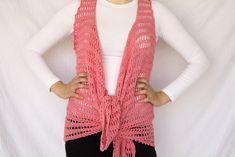 Sandy beach summer vest - free crochet pattern at My Accessory Box Crochet Vest Pattern, Crochet Shawl, Crochet Hooks, Crochet Patterns, Crochet Vests, Crochet Sweaters, Free Pattern, Crochet Ideas, Crochet Projects