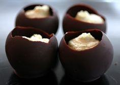 Zelfgemaakte bonbons door Anja: pure chocolade met witte chocolade ganach