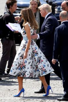 Melania Trump, a very elegant first lady in Paris - Wear to Work Outfits Donald And Melania Trump, First Lady Melania Trump, Donald Trump, Milania Trump Style, Style And Grace, Overall, Looks Style, Classy Outfits, Fashion Models