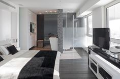 Open concept bed and bath. by Lanciano Design