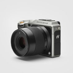 The first compact mirrorless digital medium format camera