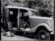 Bonnie Parker and Clyde Barrow met in Texas in 1930 and were believed to have committed 13 murders and several robberies and burglaries by the time they died. Bonnie Parker, Bonnie And Clyde Death, Bonnie And Clyde Photos, The Bonnie, Bonnie Clyde, Vintage Photographs, Vintage Photos, American Press, Faye Dunaway
