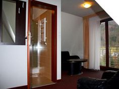 Willa Halka pokoje gościnne w centrum Zakopane góry Tatry wakacje Spa, Mirror, Furniture, Home Decor, Decoration Home, Room Decor, Mirrors, Home Furniture, Interior Design