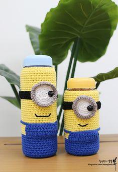 Diy Crochet Hook, Crochet Shirt, Crochet Gifts, Crochet Yarn, Crochet Toys, Minion Crochet, Bottle Cover, Bottle Holders, Crochet Patterns Amigurumi