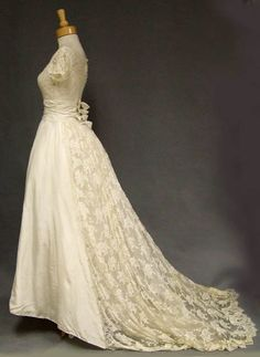 lace wedding dress with fitted short sleeved bodice and scalloped neckline. accented with sequins and pearls and lace train Bridal Gowns, Wedding Gowns, Lace Wedding, Vintage Bridal, Beautiful Gowns, Wedding Styles, Vintage Dresses, Marie, Vintage Fashion