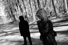 Cuando te comunicas, ¿las personas se acercan o se alejan de ti? ¿En qué momentos se alejan?  http://2miradas.es/blog/cuatro-reglas-universales-que-nos-alejan-de-los-demas/