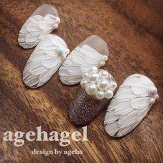 The feathers! May Nails, Nails Only, Bridal Nails, Wedding Nails, 3d Nail Art, Nail Arts, 3d Nail Designs, Vintage Nails, Pearl Nails