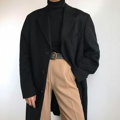 smart casual fall winter outfit beige jeans black turtleneck and oversized coat Look Fashion, 90s Fashion, Autumn Fashion, Fashion Outfits, Jeans Fashion, Hijab Fashion, Fashion Ideas, Fashion Tips, Outfits Casual