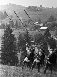 Гуцули з трембітами. Hutsuls with Trembita in the Carpatian Mountains. so, it is not only the Swiss who are known to play long horn-type instruments which echo in the mountains. Vintage Pictures, Old Pictures, Old Photos, Carpathian Mountains, Ukrainian Art, Historical Pictures, Eastern Europe, Ukraine, Past