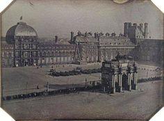 place du Carrousel - Paris 1er La place et l'Arc de triomphe du Carrousel et l'ancien palais des Tuileries, photographié vers 1845/1846. Une photo de Michel Hossard.