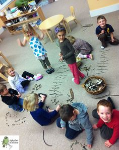 This group activity was about using natural materials (pebbles, sticks, twigs and rocks) to make a collaborative pattern. Friends worked to make patterns in many different ways and connected them together!
