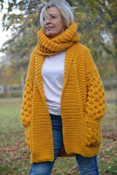 Best 12 Honeycomb Cardigan Knitting pattern by Bummbul Christmas Knitting Patterns, Knit Patterns, Cardigan Pattern, Knit Cardigan, Sweater, Mein Style, Dress Gloves, Arm Knitting, Cable Knit