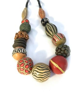 Jewelry Crafts, Jewelry Art, Beaded Jewelry, Polymer Clay Necklace, Polymer Clay Earrings, Polymer Clay Projects, Ceramic Jewelry, Round Beads, Jewelry Making