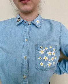 Embroidery On Clothes, Shirt Embroidery, Embroidery Fashion, Hand Embroidery Patterns, Floral Embroidery, Embroidery Designs, Embroidered Denim Shirt, Embroidered Clothes, S Shirt