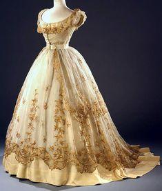 "7,475 Me gusta, 13 comentarios - The Corseted Beauty (@the_corsetedbeauty) en Instagram: ""Ball gown, ca. 1865. Wien Museum 💛"""