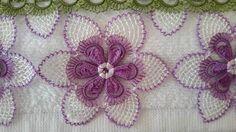 μοβ και λευκό μοντέλα άκρη κεντήματα πετσέτα