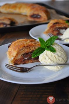 Jablková štrúdľa s horkou čokoládou a vlašskými orechami