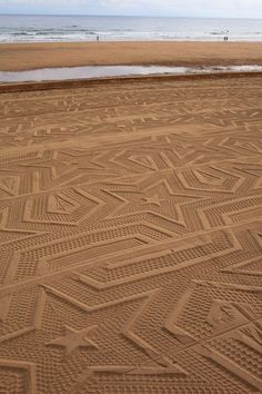 Awesome designs in the sand!   -A Sign in Space by Gunilla Klingberg