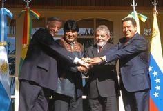 """14 - Cumbre de Mandatarios Télam, Iguazú 04/05/06 La cumbre de los mandatarios encabezada por Néstor Kirchner, Lula da Silva (Brasil), Hugo Chávez (Venezuela) y Evo Morales (Bolivia) que se realizó hoy en Misiones, culminó con un documento que resalta la vocación para profundizar """"la integración política y energética"""" en la región. Foto: Presidencia de La Nación/Télam/tlp"""
