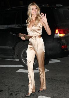 http://www.stealthelook.com.br/wp-content/uploads/2015/10/kelly-rohrbach-style-seda-jumpsuit-chic-night-look.jpg