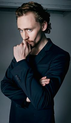 Tom Hiddleston by David Venni. Full size: http://i.imgbox.com/ajSbeZ5a.jpg. Source: Torrilla