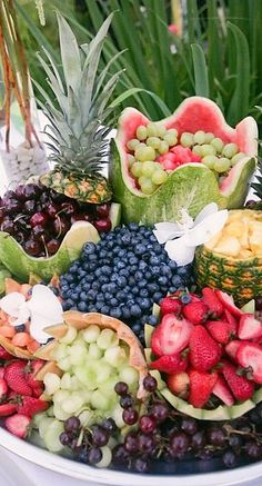 New garden party food display fresh fruit ideas Fruit Arrangements, Fruit Displays, Partys, Fresh Fruit, Fun Fruit, Fruit Food, Food Fresh, Fruit Art, Creative Food