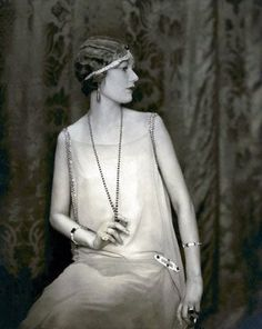 A fashionable look from the 20s.
