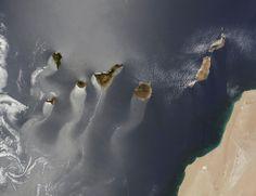 Wind und Wellen im Windschatten der #Kanaren: Tolle Satellitenaufnahme vom @NASA_EO  #CanaryIslands