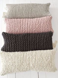 39 New Ideas For Crochet Afghan Chunky Yarn Garter Stitch Knitted Cushions, Knitted Blankets, Living Room Pillows, Bed Pillows, Loom Knitting, Knitting Patterns, Blanket Patterns, Pinterest Crochet, Crochet Pillow