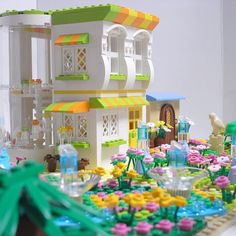 Lego garden park Using color Lego Design, Lego Friends Sets, Lego Boards, Lego Activities, Lego For Kids, Lego Blocks, Lego Room, Garden Park, Cool Lego Creations