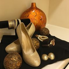 Beautiful 6.5 New shimmery gold heels 4 1/2 Beautiful 6.5 gold shimmery 4 1/2 inch heels. Never worn. Shoes Heels