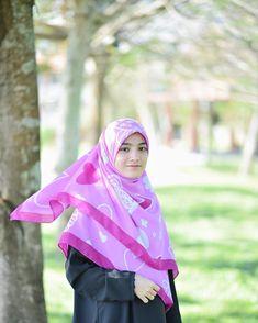 Girl Hijab, Hijab Outfit, Beautiful Hijab, Pashmina Scarf, Hijab Fashion, Quran, Shawl, Ootd, Outfits