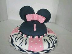 Minnie mouse cake....using the betty crocker bake and fill pan for the top