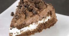 Suklaakakku on parhaimmillaan mehevä, kostea ja runsaan suklainen. Tämän suklaakakun salaisuutena on ihana mascarpone-suklaakuorrutus. Suosittelemme! Finnish Recipes, Yummy Cakes, No Bake Cake, Food Inspiration, Cake Decorating, Sweet Tooth, Muffins, Food And Drink, Chocolate