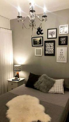 20 Decorated Feminine Bedroom Ideas to Get Inspired. - 20 Decorated Feminine Bedroom Ideas to Get Inspired. Diy Wall Decor For Bedroom, Apartment Bedroom Decor, Room Ideas Bedroom, Bedroom Wall, Home Decor, Küchen Design, Interior Design, Interior Sketch, French Interior