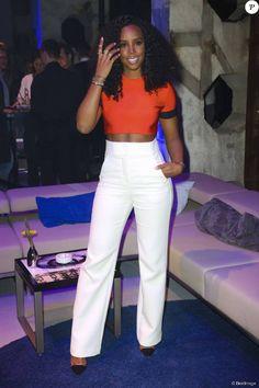 """Kelly Rowland chante lors du 100ème anniversaire de la marque """" Maybelline """" à Berlin, le 15 mai 2015"""