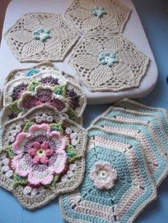Hooks 'n Tails: Frida's Flowers, at last!!Frida's Flowers Blanket CAL 2016 ... Variation ...