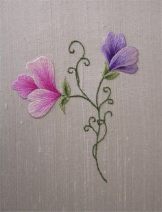 Subtly shaded sweetpeas on an apple white silk dupion background. All materials needed are included in the pack along with full instructions and stitch diagrams. 7.5 x 9cm (3 x 3.5in)