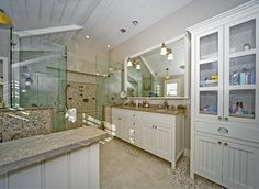River rock bathroom how to use river rock tile in bathroom design great ideas river rock bathroom floor diy River Rock Bathroom, River Rock Tile, River Rocks, Bathroom Tile Designs, Bathroom Floor Tiles, Bathroom Ideas, Granite Bathroom, Bath Ideas, Traditional Kitchen Cabinets
